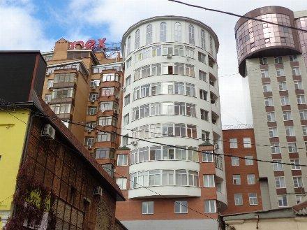 Продам многокомнатную квартиру на 8-м этаже 9-этажного дома площадью 240 кв. м. в Ростове-на-Дону