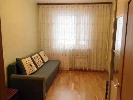 Сдам на длительный срок двухкомнатную квартиру на 4-м этаже 10-этажного дома площадью 65 кв. м. в Челябинске