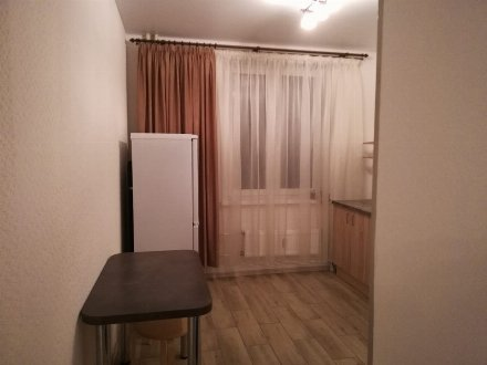 Сдам на длительный срок однокомнатную квартиру на 3-м этаже 8-этажного дома площадью 40 кв. м. в Санкт-Петербурге