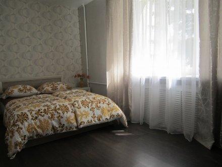 Сдам на длительный срок двухкомнатную квартиру на 14-м этаже 16-этажного дома площадью 60 кв. м. в Тюмени