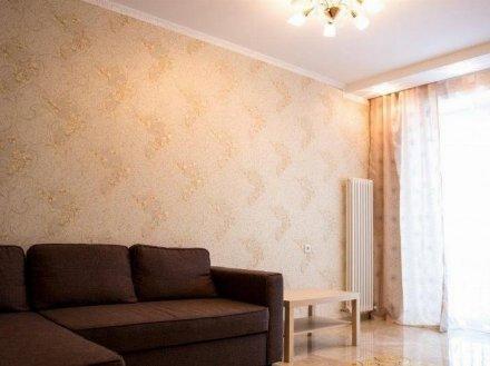 Сдам на длительный срок двухкомнатную квартиру на 3-м этаже 10-этажного дома площадью 65 кв. м. в Челябинске