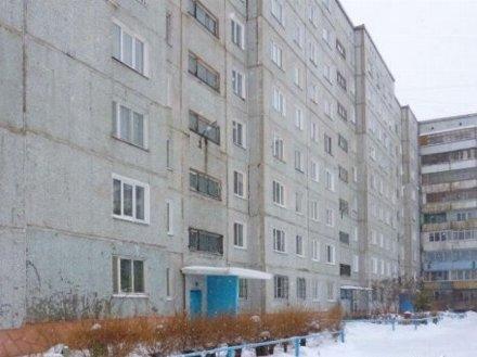 Сдам на длительный срок двухкомнатную квартиру на 2-м этаже 9-этажного дома площадью 48 кв. м. в Омске