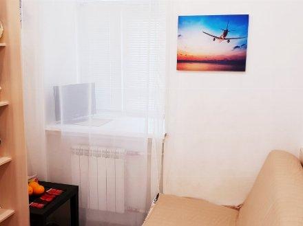 Сдам посуточно студию на 1-м этаже 5-этажного дома площадью 15 кв. м. в Санкт-Петербурге