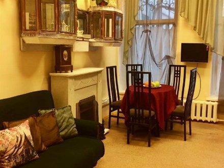 Продам трехкомнатную квартиру на 1-м этаже 3-этажного дома площадью 101 кв. м. в Санкт-Петербурге