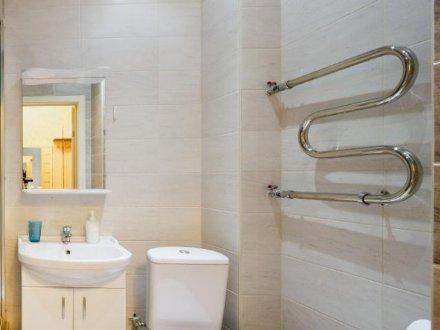Сдам на длительный срок однокомнатную квартиру на 10-м этаже 15-этажного дома площадью 40 кв. м. в Екатеринбурге