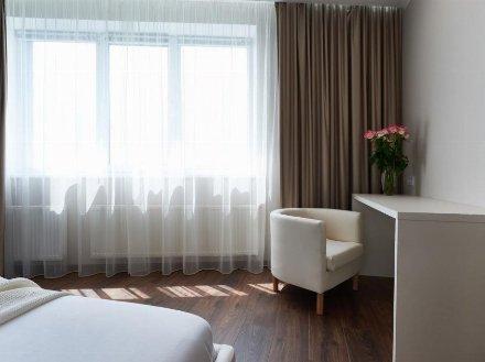 Сдам на длительный срок двухкомнатную квартиру на 10-м этаже 17-этажного дома площадью 60 кв. м. в Кургане