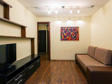 Сдам на длительный срок однокомнатную квартиру на 4-м этаже 10-этажного дома площадью 40 кв. м. в Екатеринбурге
