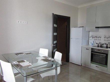Сдам на длительный срок однокомнатную квартиру на 5-м этаже 9-этажного дома площадью 40 кв. м. в Тюмени