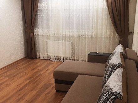 Сдам на длительный срок двухкомнатную квартиру на 12-м этаже 16-этажного дома площадью 54 кв. м. в Барнауле