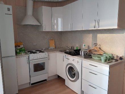 Сдам на длительный срок однокомнатную квартиру на 6-м этаже 9-этажного дома площадью 40 кв. м. в Барнауле