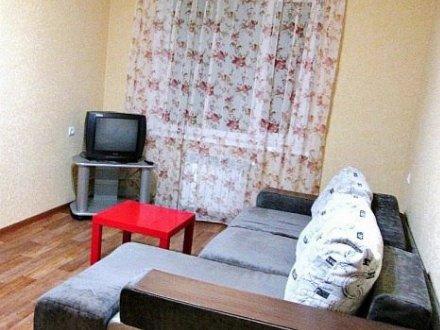 Сдам на длительный срок однокомнатную квартиру на 2-м этаже 2-этажного дома площадью 32 кв. м. в Москве