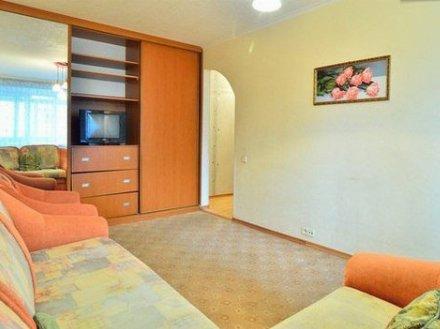 Сдам на длительный срок однокомнатную квартиру на 2-м этаже 5-этажного дома площадью 32 кв. м. в Тюмени
