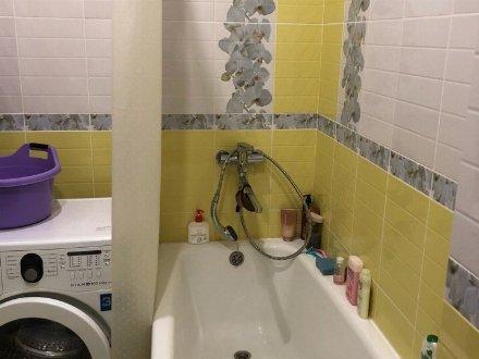 Сдам на длительный срок однокомнатную квартиру на 5-м этаже 6-этажного дома площадью 40 кв. м. в Белгороде