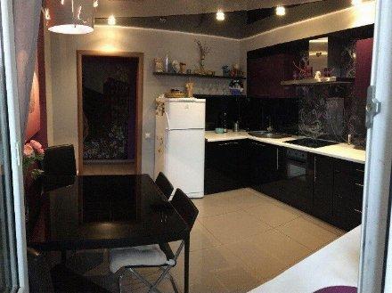 Сдам на длительный срок двухкомнатную квартиру на 2-м этаже 5-этажного дома площадью 56 кв. м. в Брянске