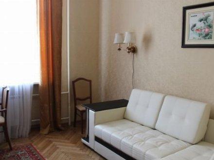 Сдам на длительный срок однокомнатную квартиру на 8-м этаже 10-этажного дома площадью 40 кв. м. в Брянске