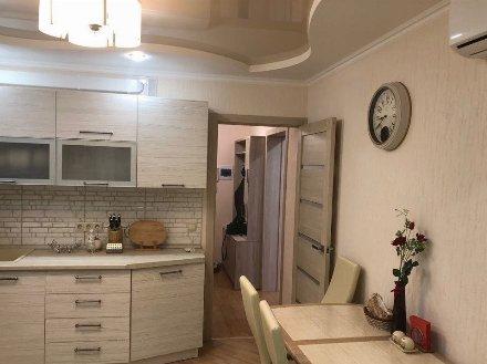 Сдам на длительный срок двухкомнатную квартиру на 6-м этаже 9-этажного дома площадью 58 кв. м. в Брянске