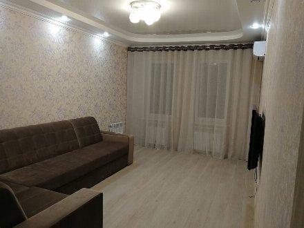 Сдам на длительный срок однокомнатную квартиру на 8-м этаже 9-этажного дома площадью 37 кв. м. в Тамбове