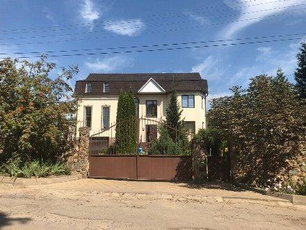 Продам дом площадью 390 кв. м. в Курске