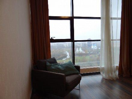 Сдам посуточно двухкомнатную квартиру на 15-м этаже 16-этажного дома площадью 49 кв. м. в Санкт-Петербурге
