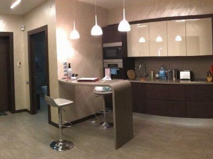 Сдам на длительный срок двухкомнатную квартиру на 3-м этаже 5-этажного дома площадью 56 кв. м. в Ярославле