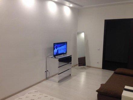 Продам однокомнатную квартиру на 5-м этаже 10-этажного дома площадью 43 кв. м. в Саратове