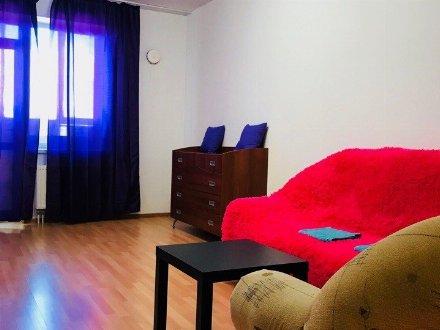 Сдам на длительный срок двухкомнатную квартиру на 8-м этаже 10-этажного дома площадью 56 кв. м. в Краснодаре