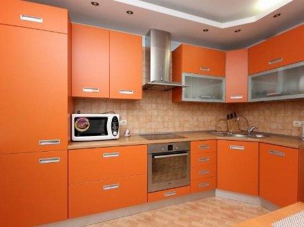 Сдам на длительный срок двухкомнатную квартиру на 2-м этаже 2-этажного дома площадью 56 кв. м. в Москве