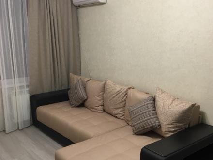 Сдам на длительный срок однокомнатную квартиру на 5-м этаже 12-этажного дома площадью 39 кв. м. в Тюмени