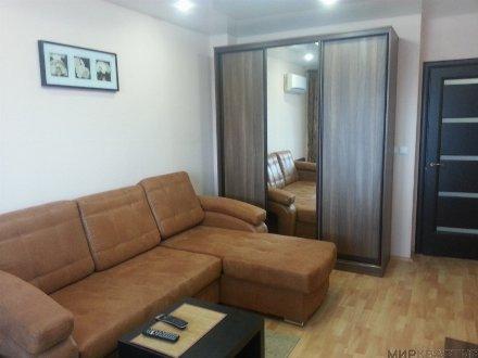 Сдам на длительный срок однокомнатную квартиру на 2-м этаже 4-этажного дома площадью 39 кв. м. в Пскове