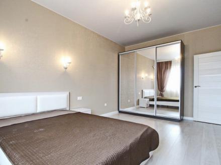 Сдам на длительный срок однокомнатную квартиру на 11-м этаже 17-этажного дома площадью 45 кв. м. в Москве