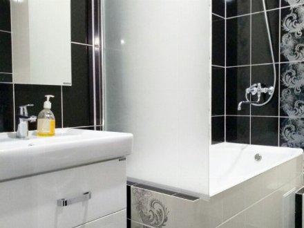 Сдам на длительный срок двухкомнатную квартиру на 8-м этаже 10-этажного дома площадью 57 кв. м. в Оренбурге