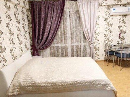 Сдам на длительный срок студию на 6-м этаже 7-этажного дома площадью 30 кв. м. в Оренбурге