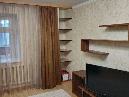 Сдам на длительный срок двухкомнатную квартиру на 11-м этаже 12-этажного дома площадью 57 кв. м. в Оренбурге