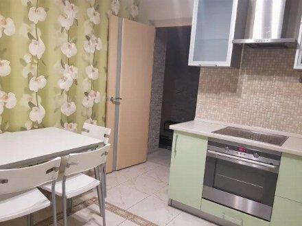 Сдам на длительный срок однокомнатную квартиру на 2-м этаже 5-этажного дома площадью 42 кв. м. в Магадане