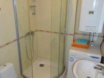 Сдам на длительный срок однокомнатную квартиру на 3-м этаже 5-этажного дома площадью 46 кв. м. в Брянске