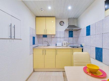 Сдам посуточно однокомнатную квартиру на 1-м этаже 5-этажного дома площадью 32 кв. м. в Санкт-Петербурге