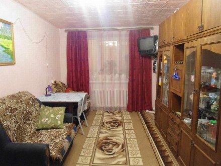 Продам трехкомнатную квартиру на 1-м этаже 2-этажного дома площадью 60 кв. м. в Тюмени