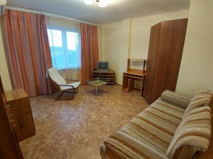 Сдам на длительный срок однокомнатную квартиру на 2-м этаже 5-этажного дома площадью 28 кв. м. в Астрахани