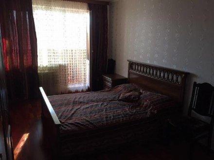 Сдам на длительный срок трехкомнатную квартиру на 4-м этаже 9-этажного дома площадью 62 кв. м. в Майкопе