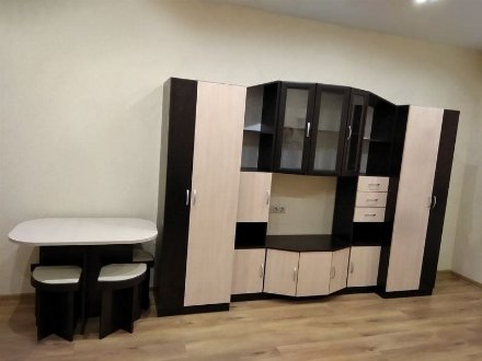 Сдам на длительный срок однокомнатную квартиру на 2-м этаже 5-этажного дома площадью 38 кв. м. в Майкопе