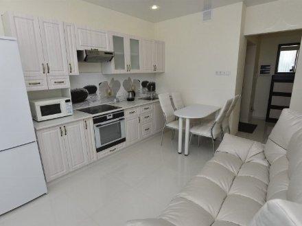 Сдам на длительный срок однокомнатную квартиру на 3-м этаже 9-этажного дома площадью 35 кв. м. в Благовещенске