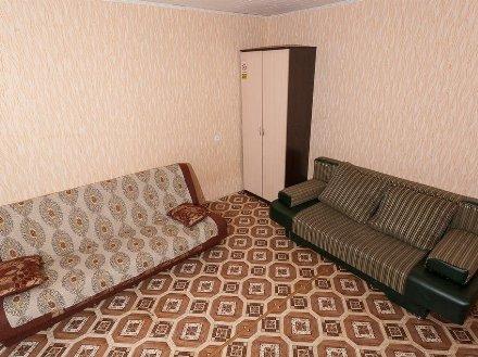 Сдам на длительный срок двухкомнатную квартиру на 2-м этаже 5-этажного дома площадью 52 кв. м. в Майкопе