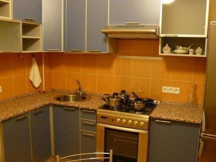 Сдам на длительный срок двухкомнатную квартиру на 2-м этаже 5-этажного дома площадью 48 кв. м. в Хабаровске