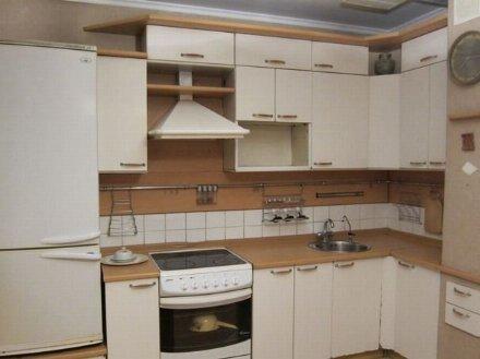 Сдам на длительный срок однокомнатную квартиру на 2-м этаже 5-этажного дома площадью 33 кв. м. в Хабаровске