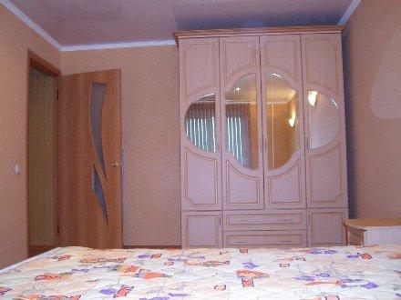 Сдам на длительный срок двухкомнатную квартиру на 2-м этаже 5-этажного дома площадью 45 кв. м. в Хабаровске