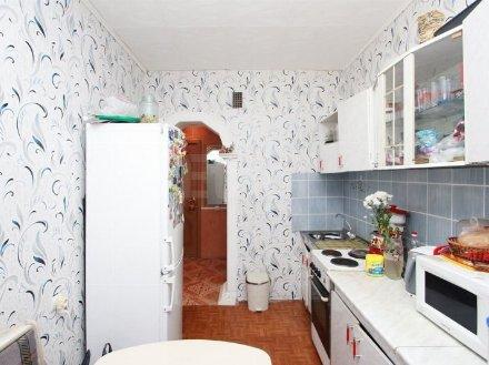 Продам двухкомнатную квартиру на 5-м этаже 5-этажного дома площадью 53.4 кв. м. в Тюмени