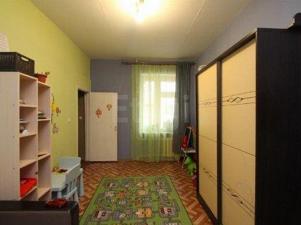 Продам трехкомнатную квартиру на 2-м этаже 3-этажного дома площадью 90 кв. м. в Тюмени