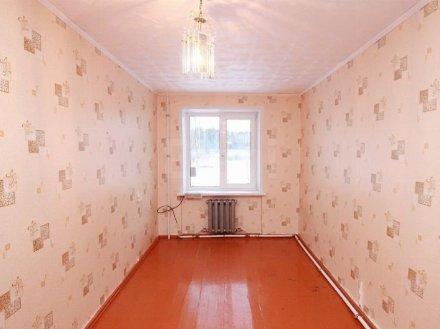 Продам двухкомнатную квартиру на 1-м этаже 2-этажного дома площадью 42 кв. м. в Тюмени