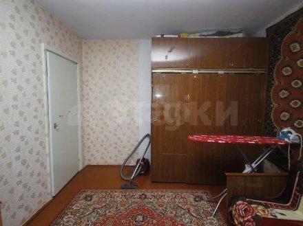 Продам трехкомнатную квартиру на 1-м этаже 2-этажного дома площадью 58 кв. м. в Тюмени