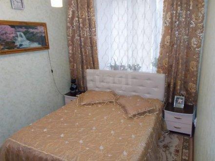 Продам трехкомнатную квартиру на 1-м этаже 4-этажного дома площадью 55 кв. м. в Тюмени